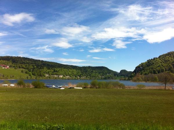 Lac Brenet vu depuis Les Charbonnières